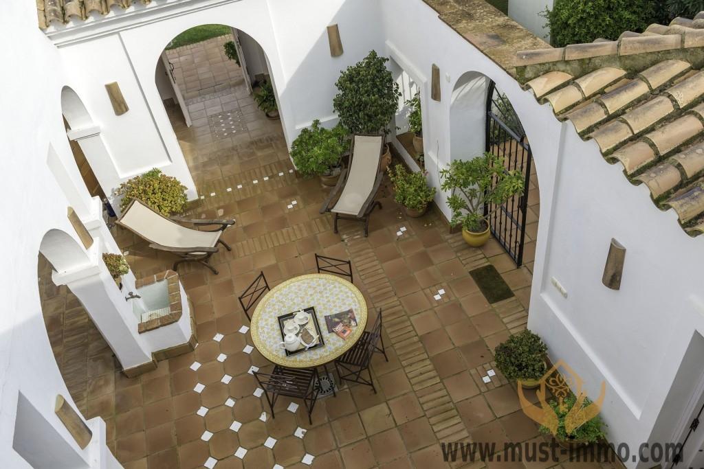 Zinnia-open-patio