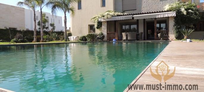 Villa moderne avec piscine     Quartier Souissi Rabat