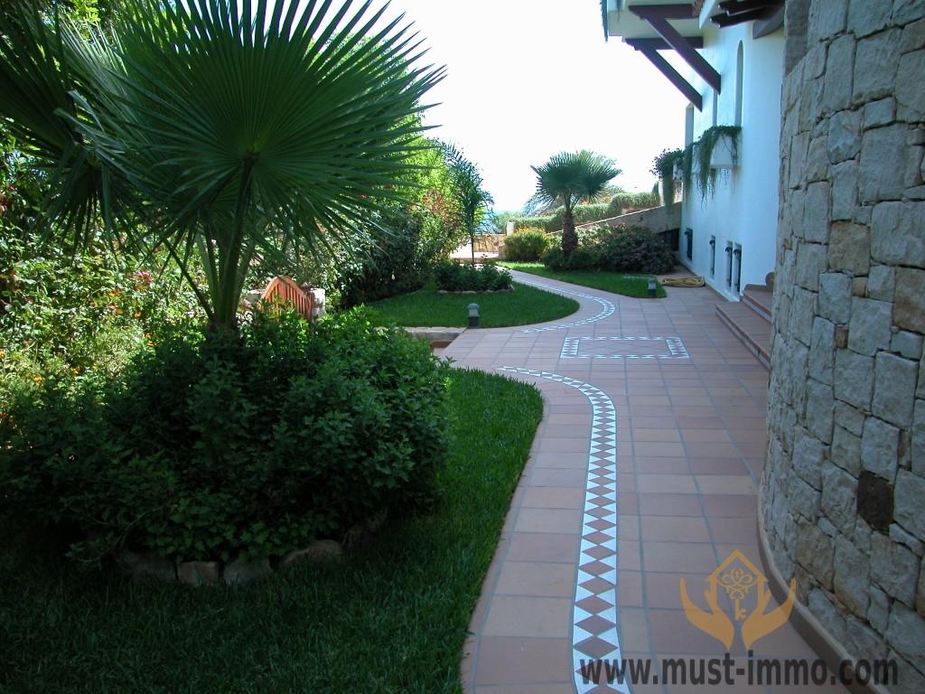 Villa del Alba jardin norte