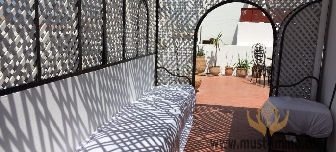 Bright House with commercial activity on ground floor possible in the old Medina Tangier