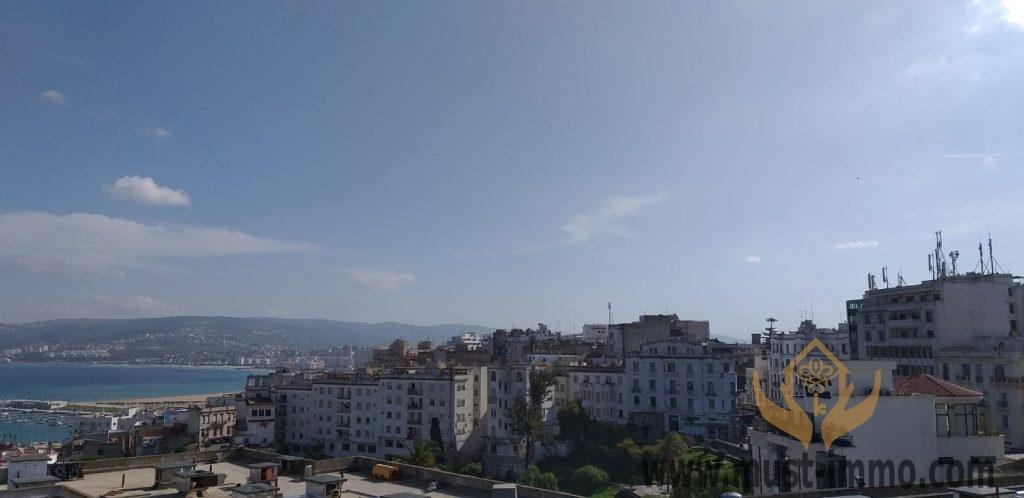 Tanger : immeuble (vue sur mer) à rénover à vendre.