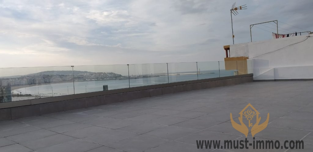 Tanger, Malabata :  charmant retrait (avec terrasse) en location vide.