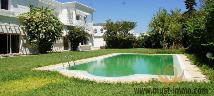 Rabat, Souissi : Beautiful villa with swimming pool for sale