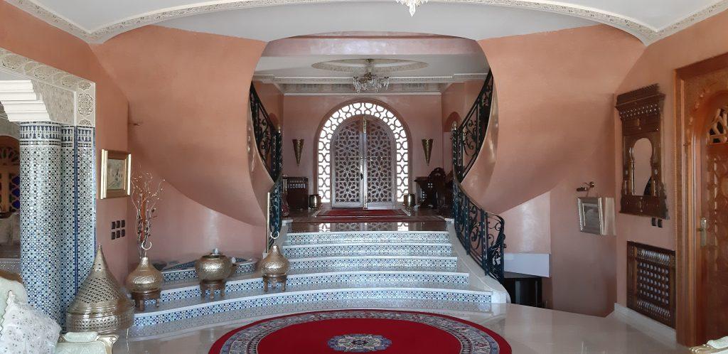 Magnifique villa avec vue à vendre quartier Golf-Montagne