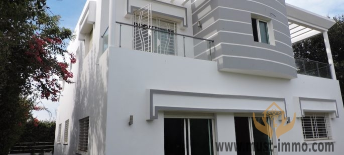 Villa avec piscine à vendre à Dar Bouazza
