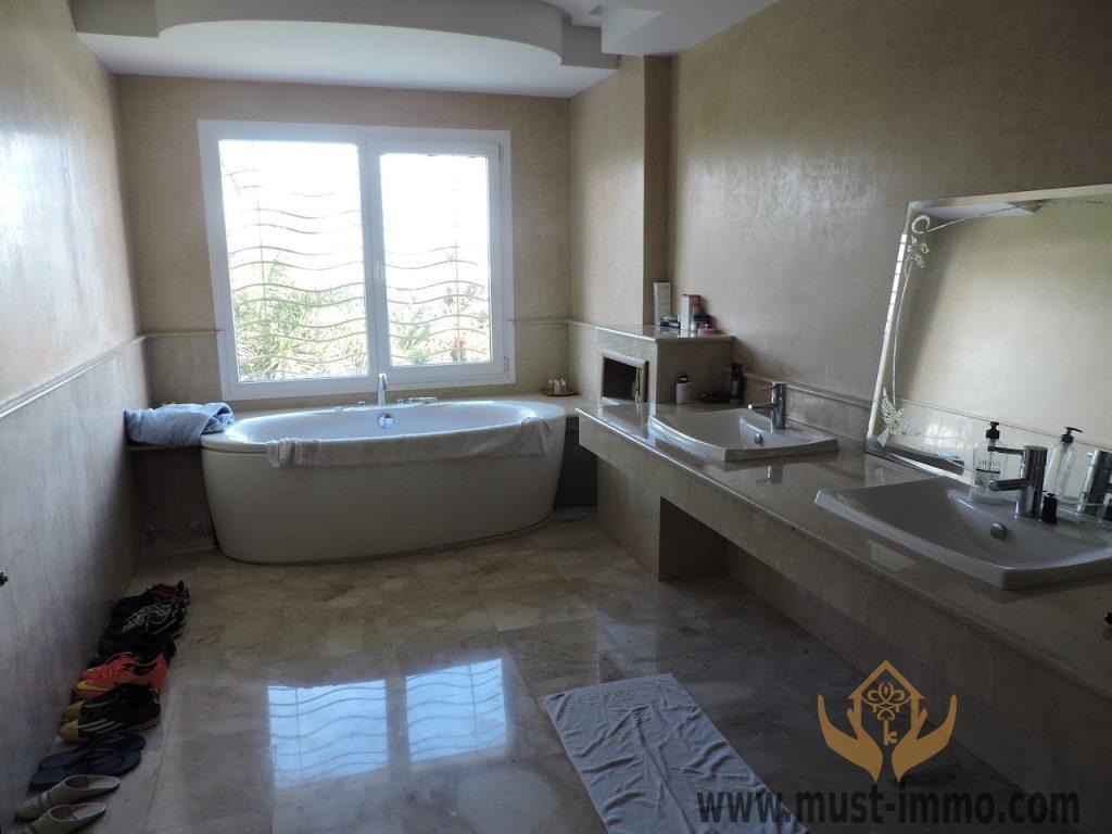Casablanca, Ain Diab : Villa contemporaine avec piscine à vendre
