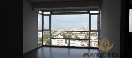 Casablanca, Maarif: appartement moderne avec terrasse, vue dégagée