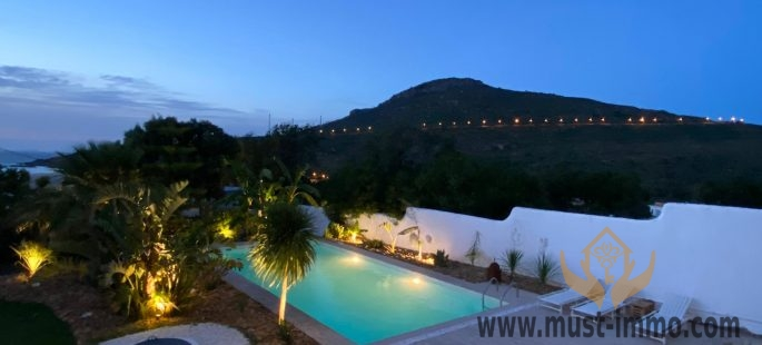 Suite dans une Villa moderne de vacances bord de mer et montagne avec jardin et piscine