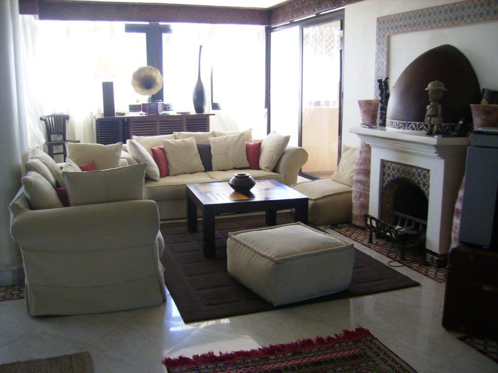 Grand appartement avec terrasse, dernier étage vue mer      Proche lycée Regnault